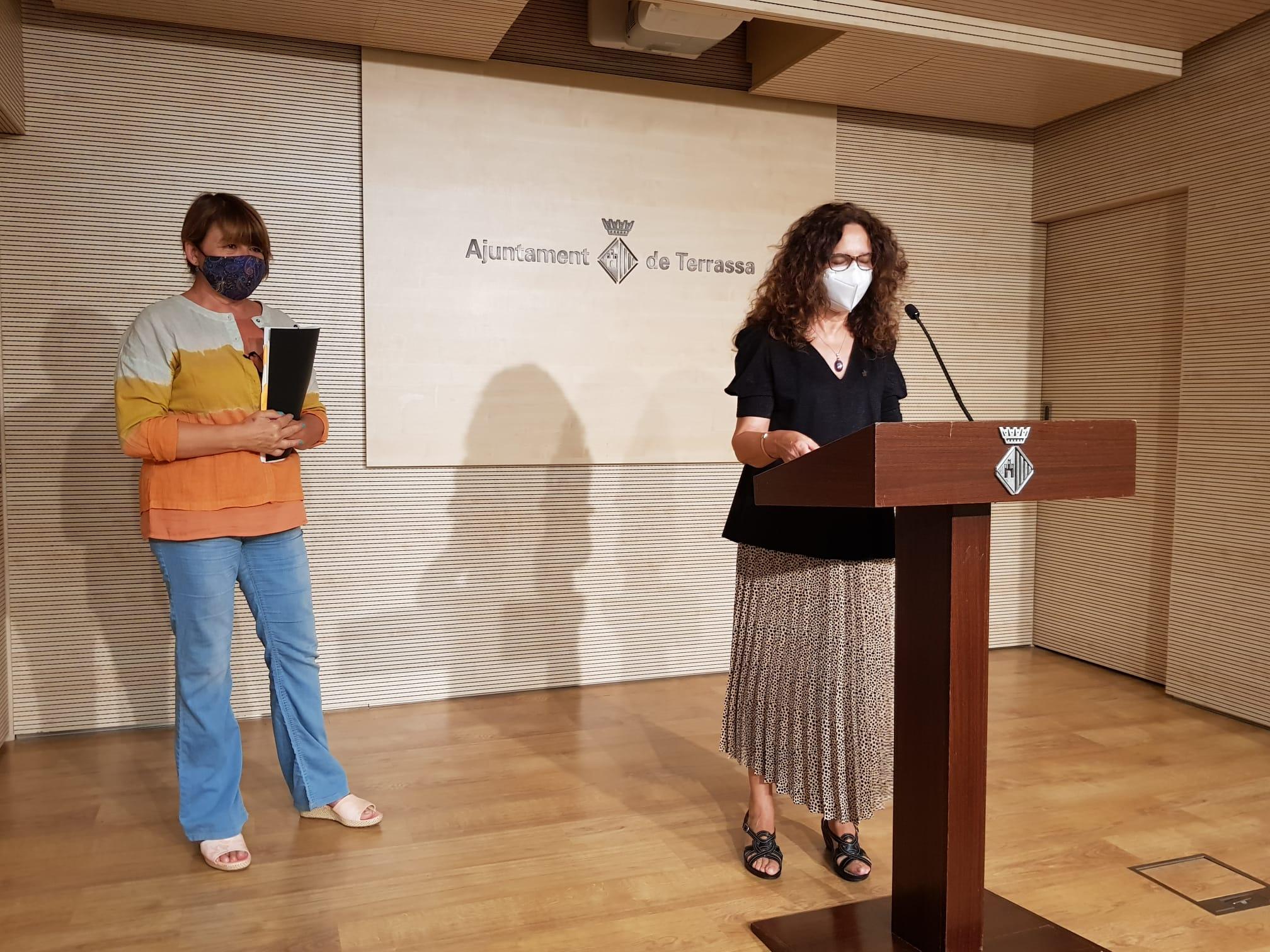 Les regidores Lluïsa Melgares i Teresa Ciurana en la presentació del dispositiu de tornada al col·legi  | Lluïsa Tarrida