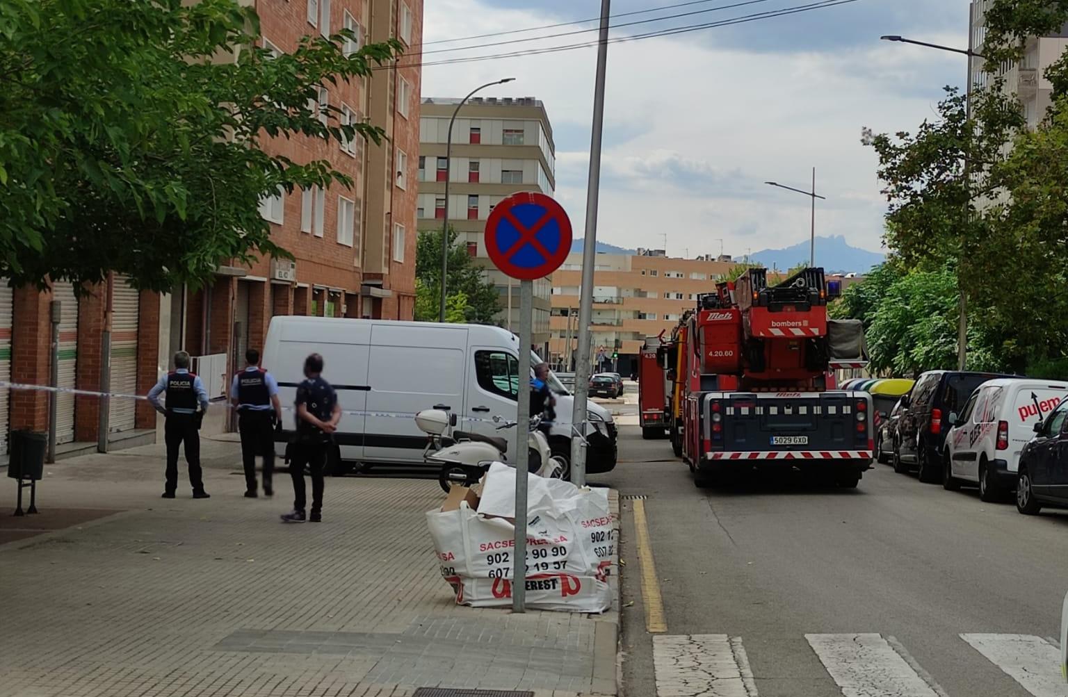 Incendi en un pis del carrer Sabadell de Terrassa | Carles De Castro