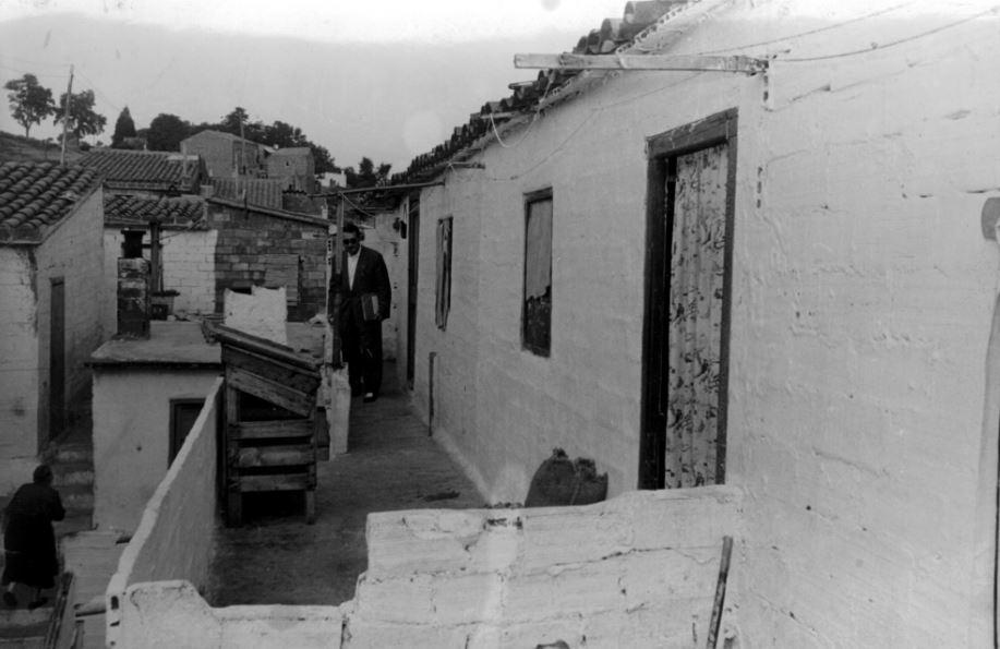 Exterior del conjunt de barraques. Juanita Biarnés, AMAT