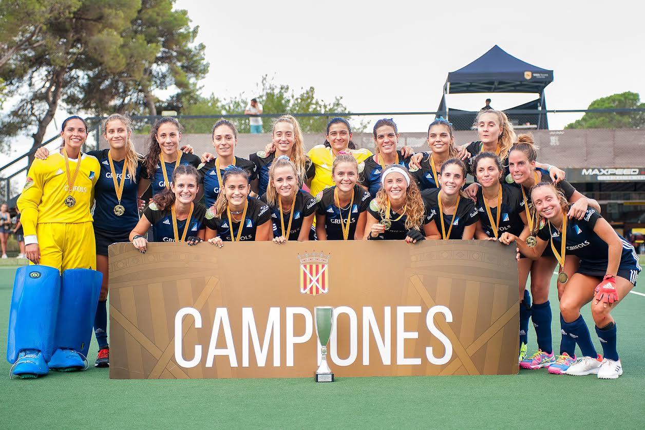 El Junior FC de Sant Cugat amb la copa de la victòria | Alann Hockey
