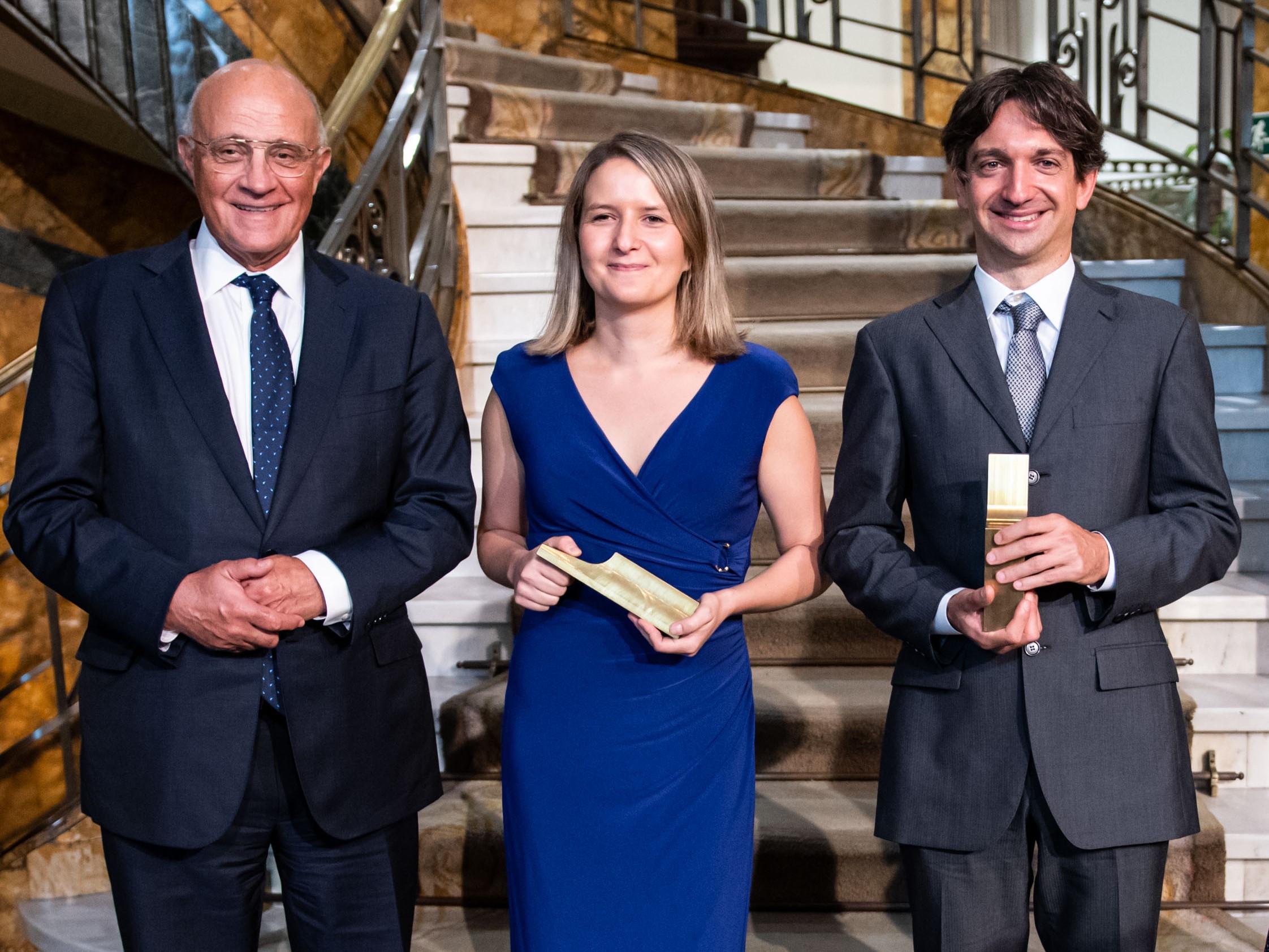 Josep Oliu, president de Banc Sabadell, amb Eduardo Morales i Mónica Martínez-Bravo | Banc Sabadell