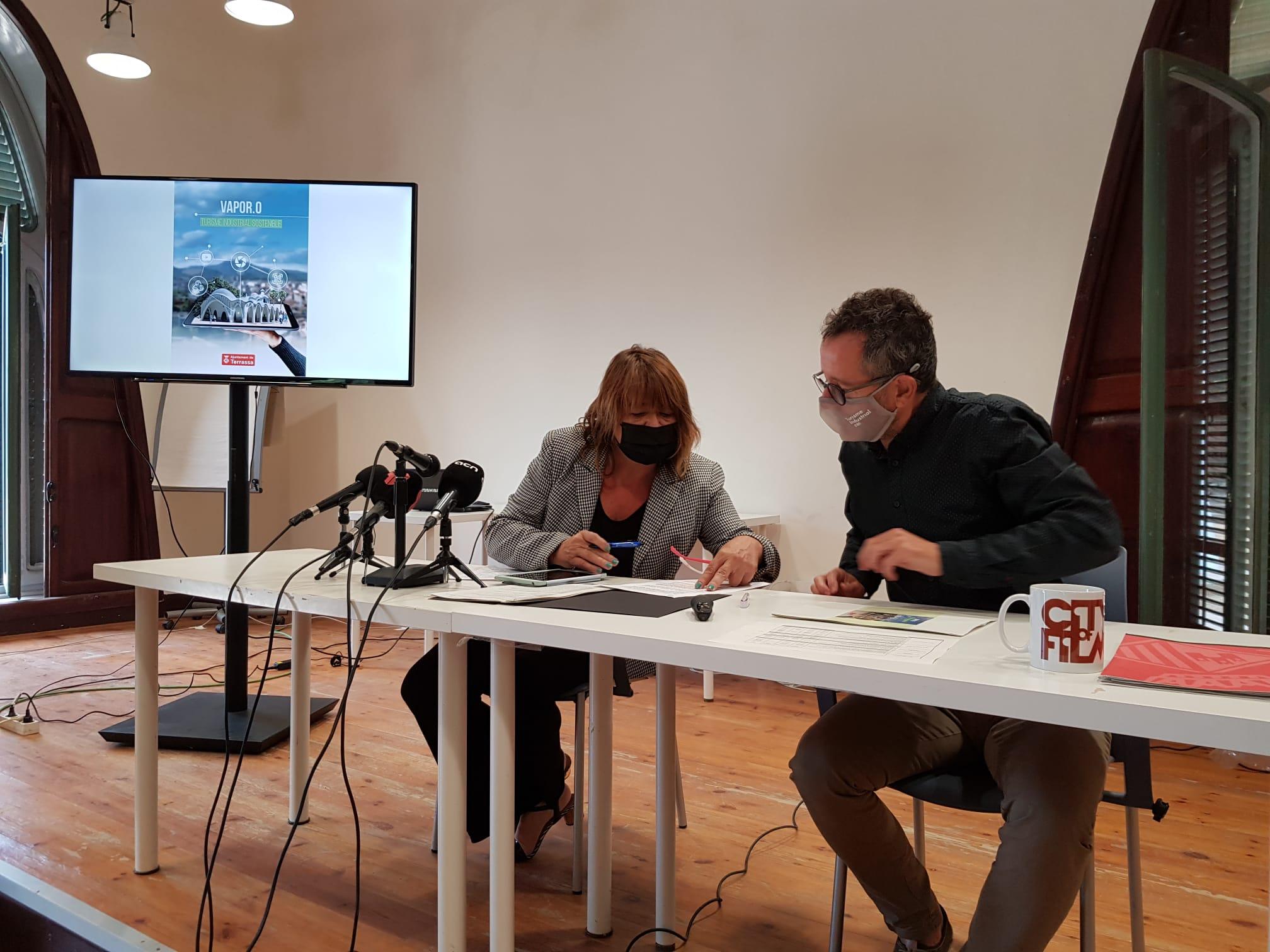 La tinenta d'alcalde Lluïsa Melgares amb el regidor Pep Forn | Aj. Terrassa
