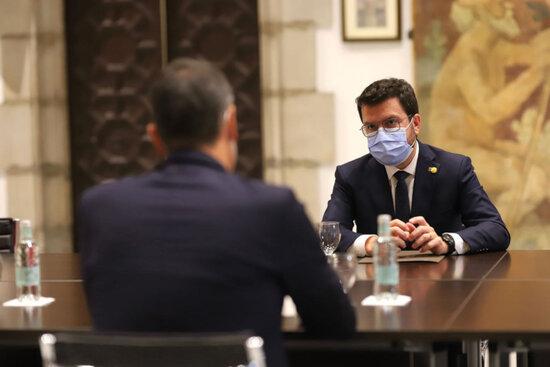 El president de la Generalitat, Pere Aragonès, reunit amb el cap de la Moncloa, Pedro Sánchez, durant la reunió de la taula de diàleg a Palau el 15 de setembre de 2021 | ACN