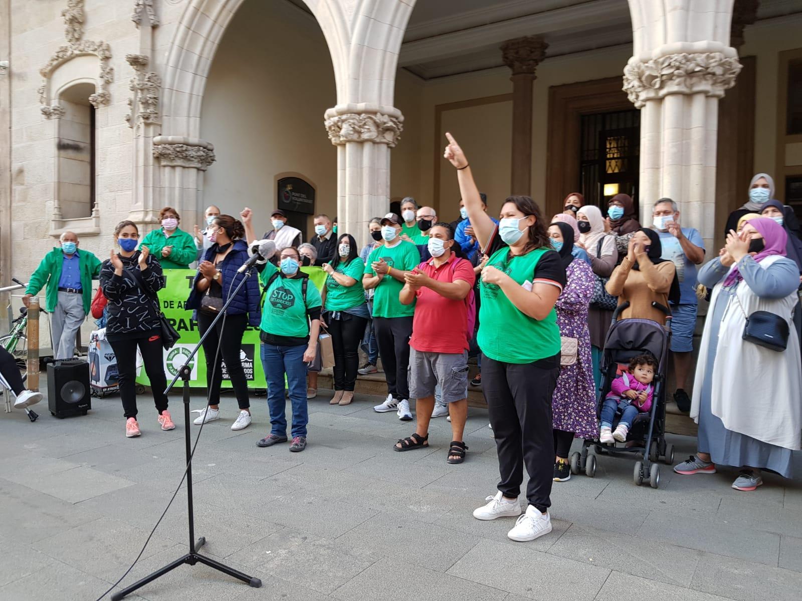 La PAH reclama a l'Ajuntament que activi ja la Unitat Antidesnonaments a Terrassa | Lluïsa Tarrida