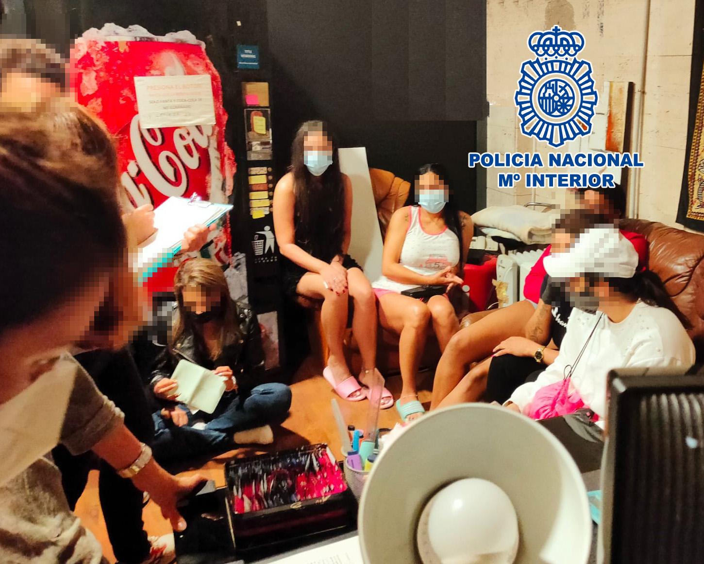 Dones alliberades pels agents de la policia/ACN
