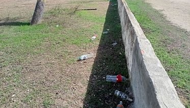Ampolles llençades en un parc de Les Fonts de Terrassa | R.P.