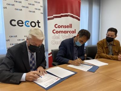 Signatura de l'acord entre el Consell Comarcal i Cecot | CCVOC
