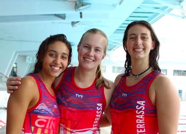 D'esquerra a dreta, Martina Cardona, Nina Ten Broek i Paula Camus, del CN Terrassa | CNT