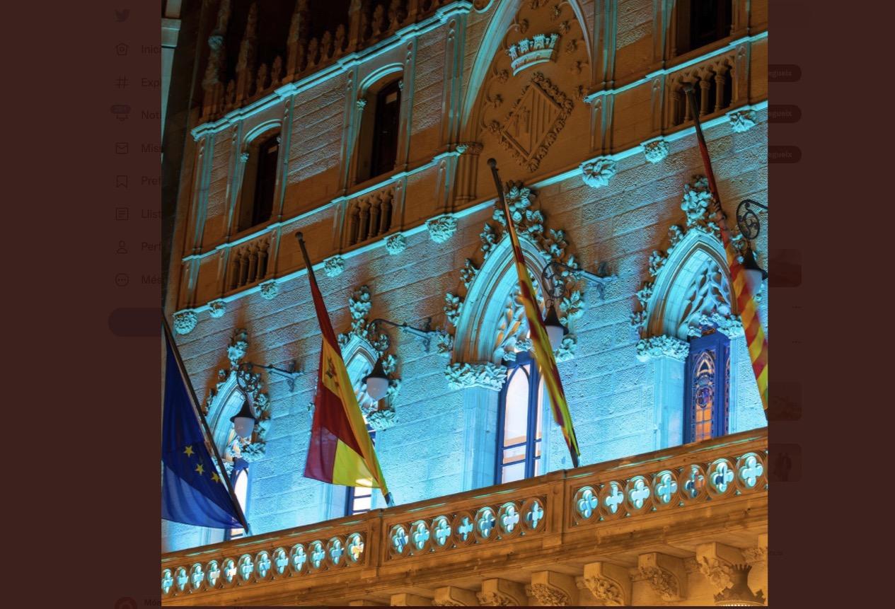 Façana de l'Ajuntament de Terrassa i Monument a la Dona Treballadora s'il·luminen de blau/A.T.