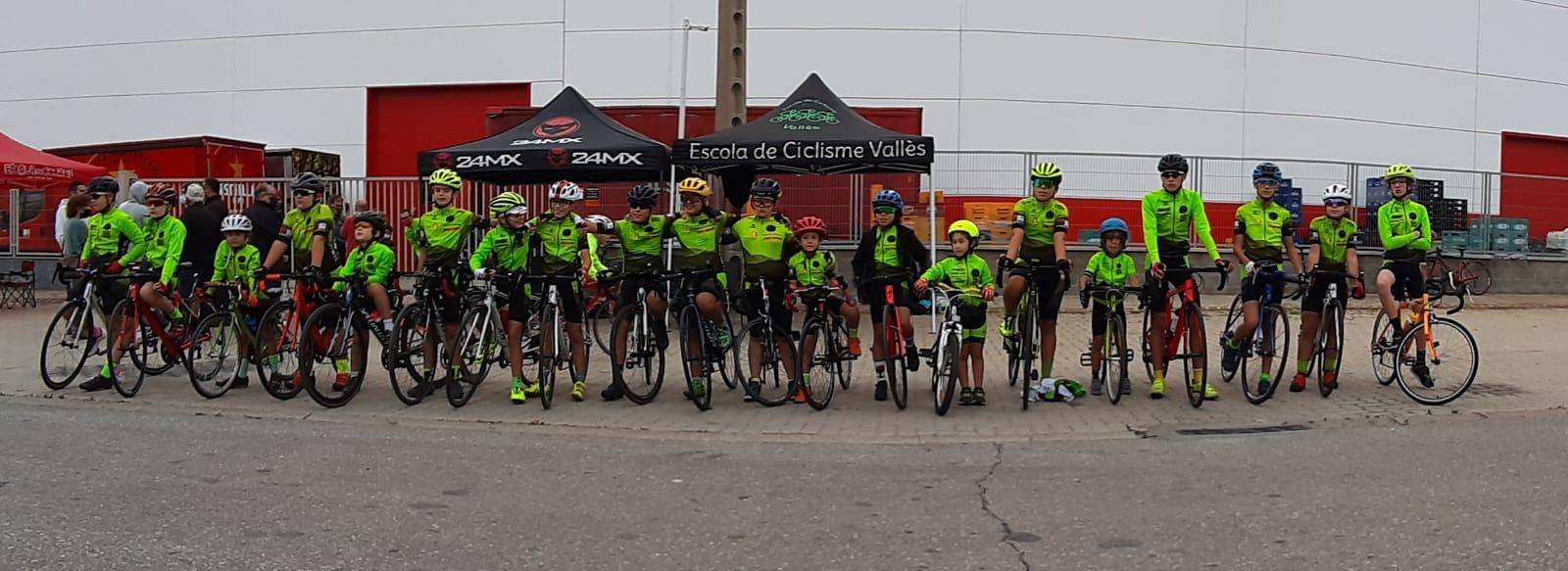 Els i les participants a la cursa de Sant Boi, que va marcar el final de la temporada | Escola de Ciclisme Vallès