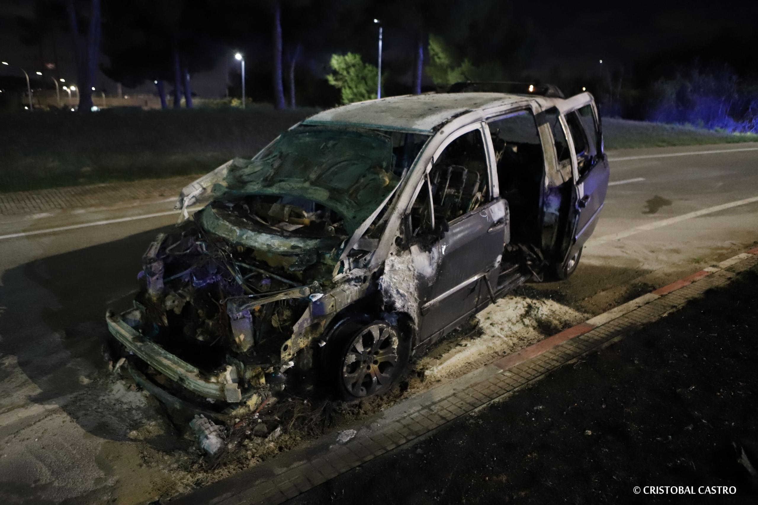 El cotxe va acabar totalment calcinat | Cristóbal Castro