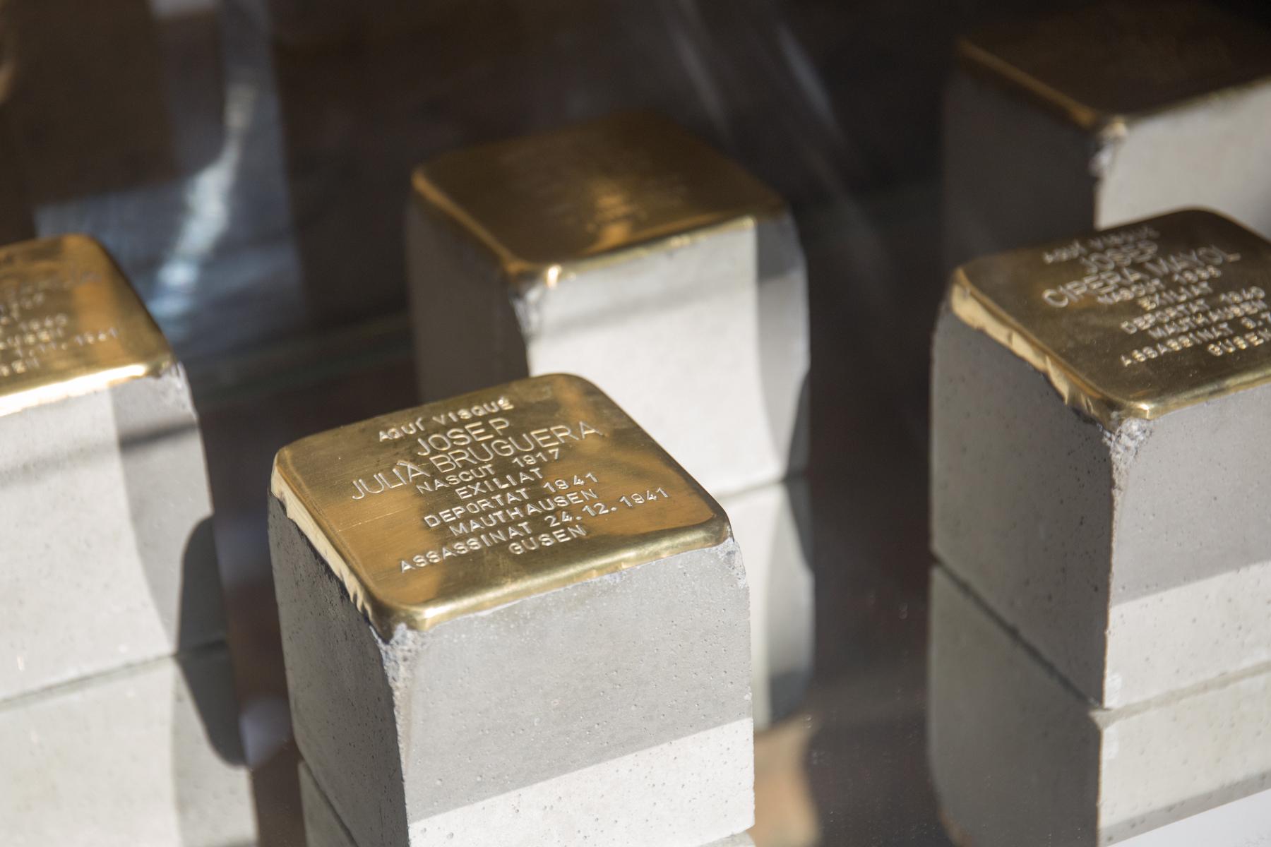 Les llambordes del projecte Stolpersteine, en record a les víctimes del nazisme a Terrass   Aj. Terrassa