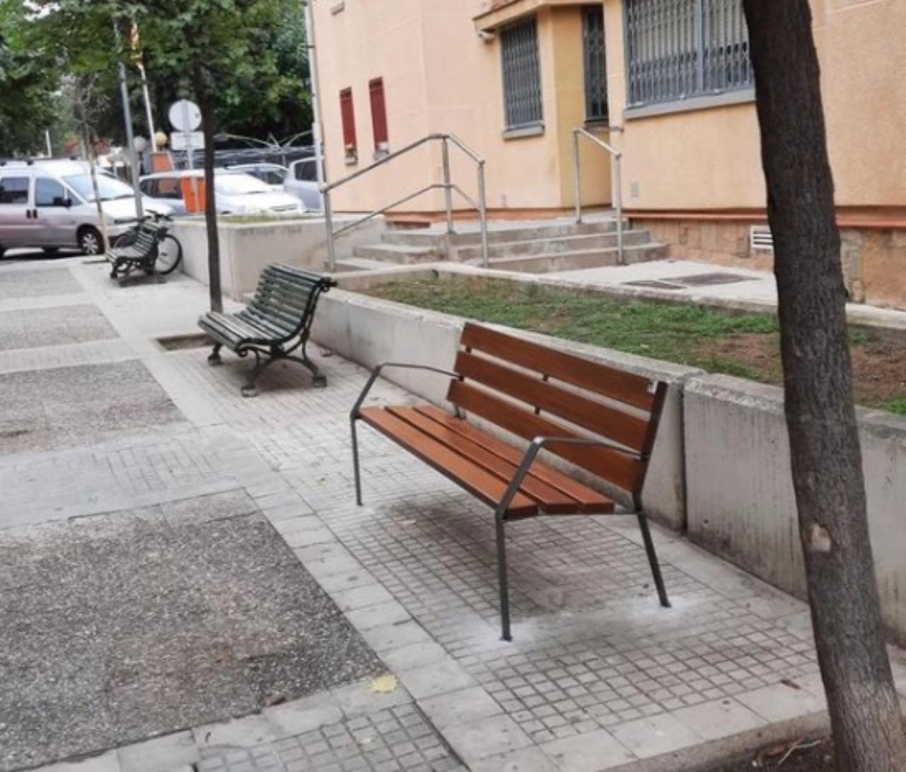 Els nous bancs al barri de Sant Llorenç   AV Sant Llorenç