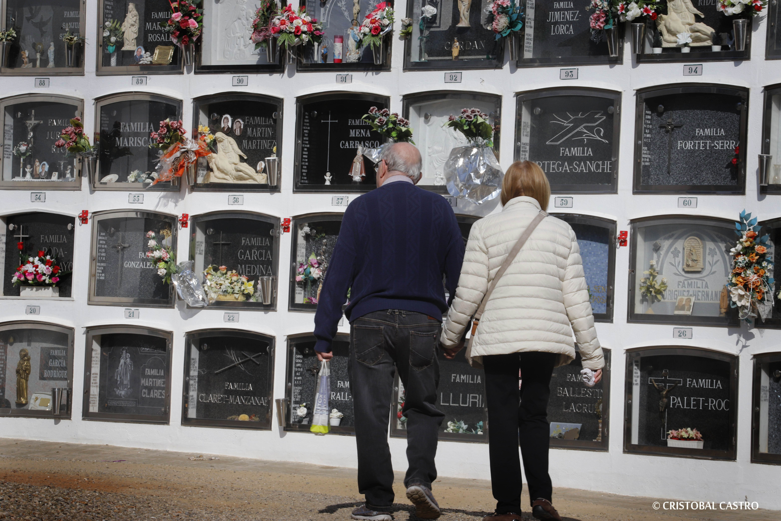 Visita al Cementiri de Terrassa en la proximitat de la festivitat de Tots Sants | Cristóbal Castro