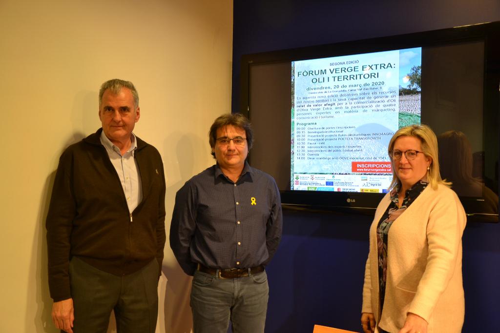 L'alcalde de Torrebesses, Mario Urrea, l'alcaldessa de la Granadella, Elena Llauradó,i el diputat provincial Carles Gibert, presentant el 2n Fòrum Verge Extra | ACN