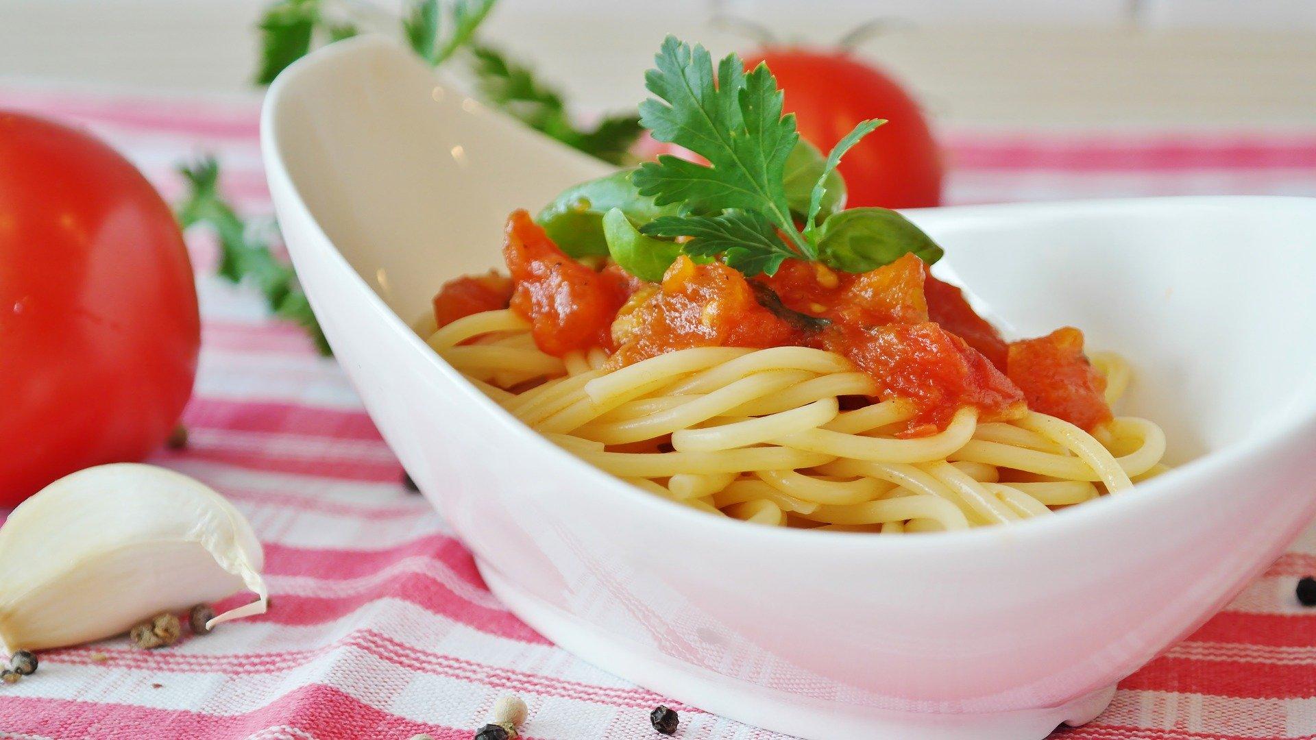 Plat d'espaguets amb tomàquet | Pixabay