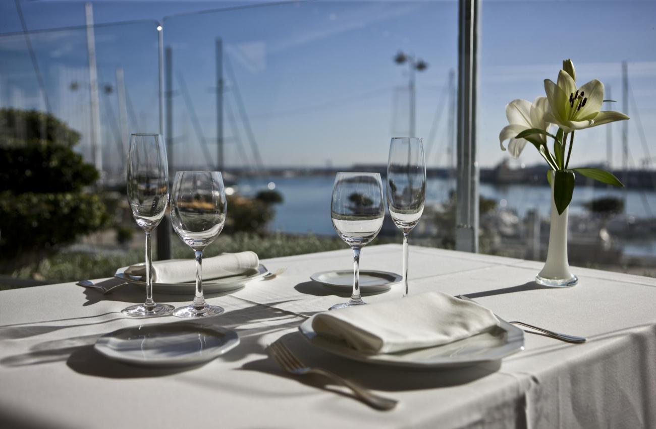 Un dels restaurants de Cambrils davant del mar