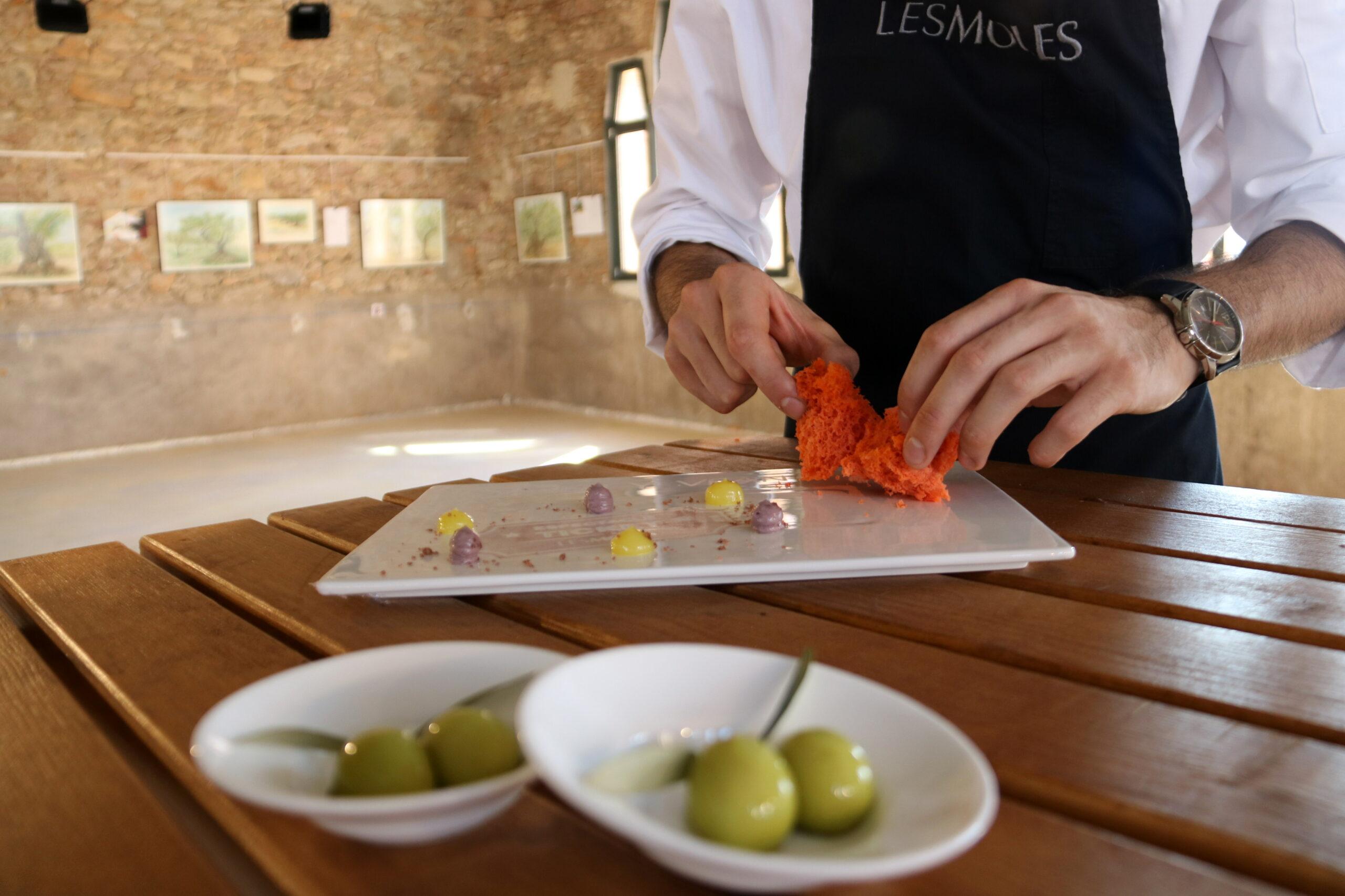 Un dels plats preparats pel restaurant les Moles d'Ulldecona en la presentació del producte turístic 'Oleoturisme amb estrella en una imatge del 2018 | ACN