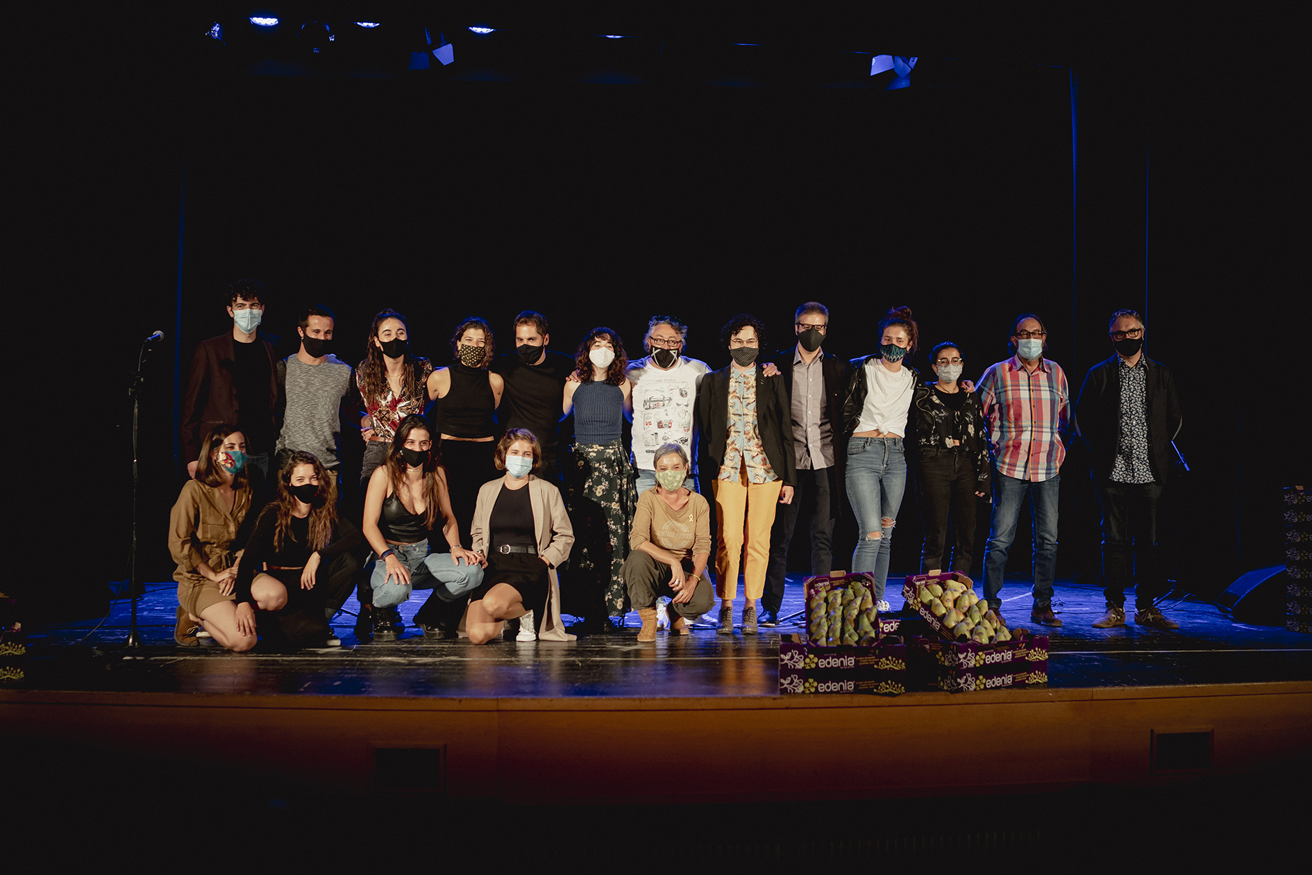 L'equip de rodatge de la websèrie 'Edenia', a la sala Coliseum de Corbins | ACN