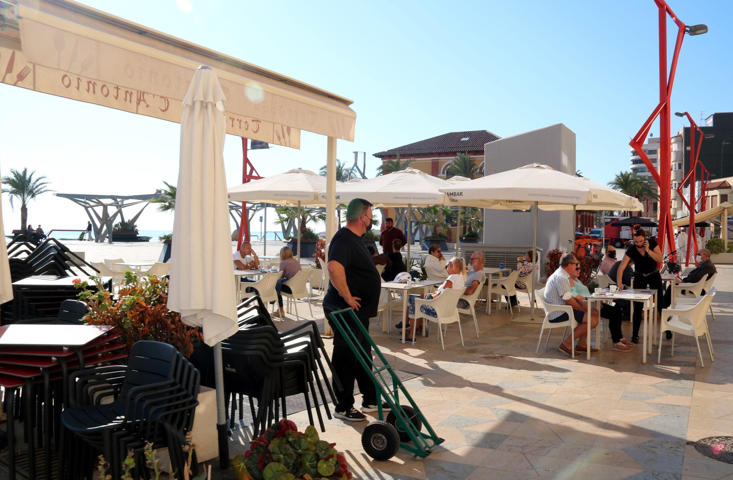 Una de les terrasses del passeig marítim de Vinaròs   ACN