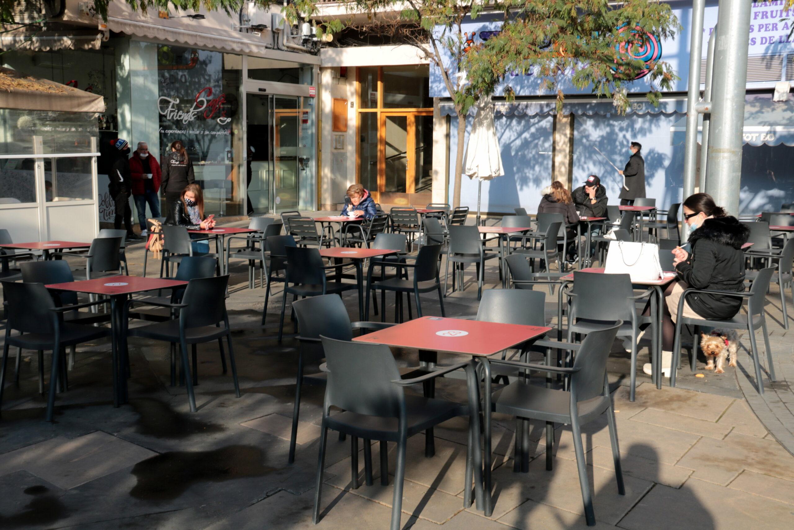 Una terrassa de Lleida amb pocs clients pel fred | ACN