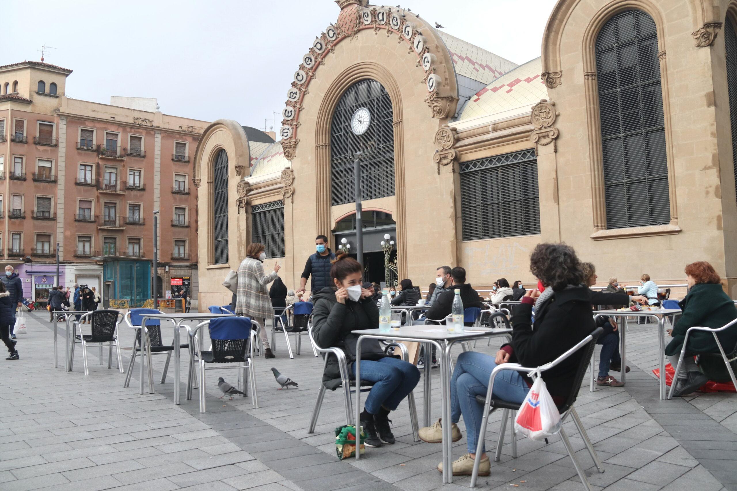 Terrasses a la plaça Corsini de Tarragona   ACN