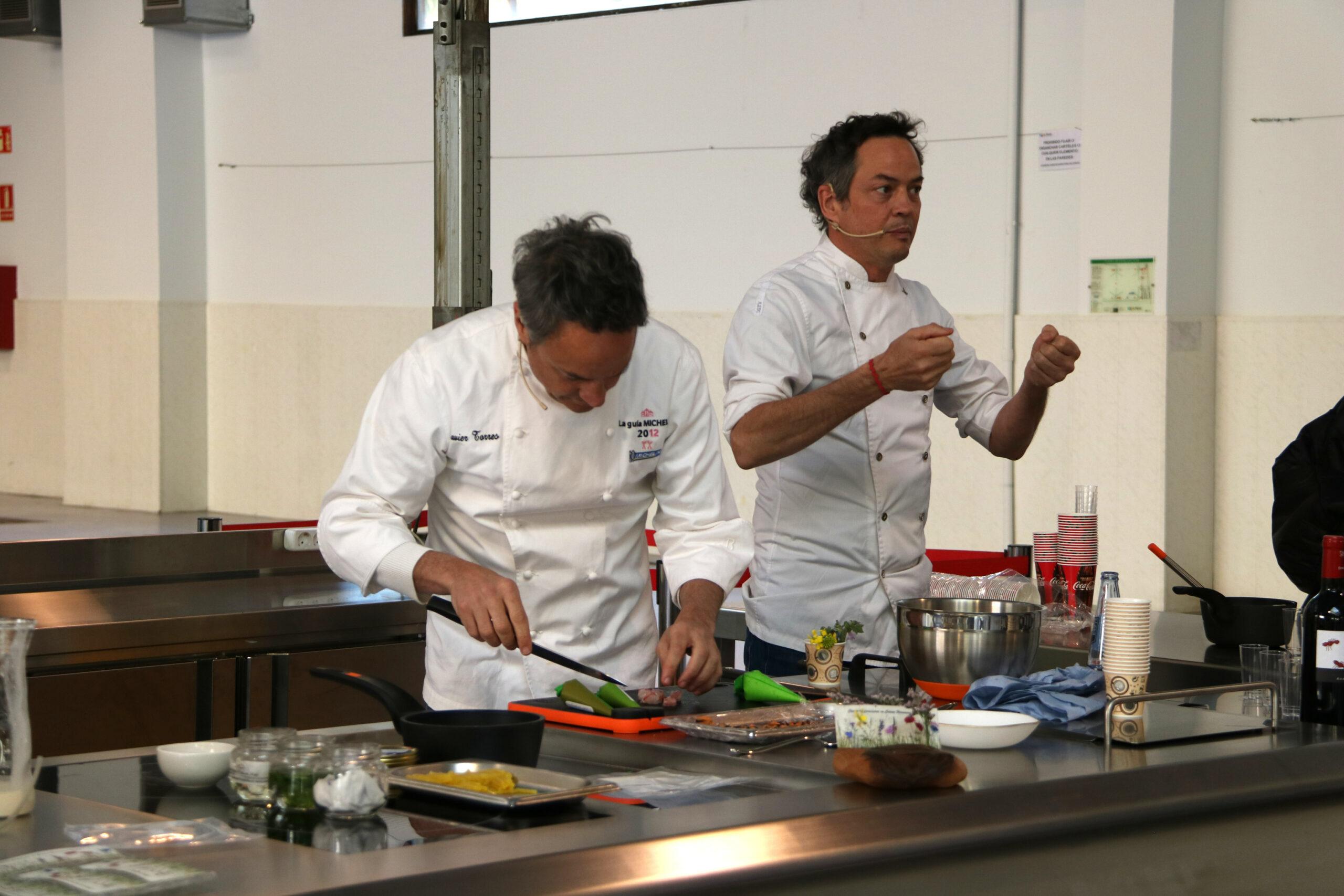Els germans Torres, xefs del restaurant Cocina Hermanos Torres, durant la seva exhibició gastronòmica feta als Premis Gastronòmics Tarragona | ACN