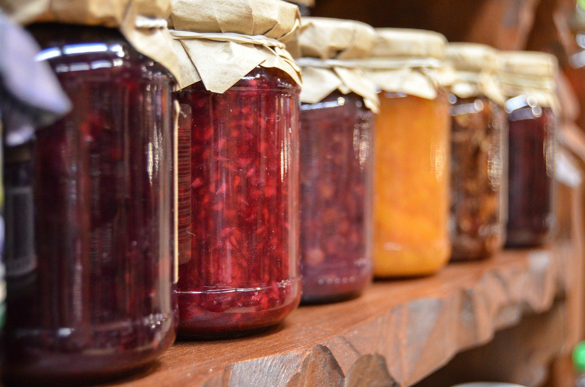 Diversos pots amb melmelades de diferents sabors | Pixabay