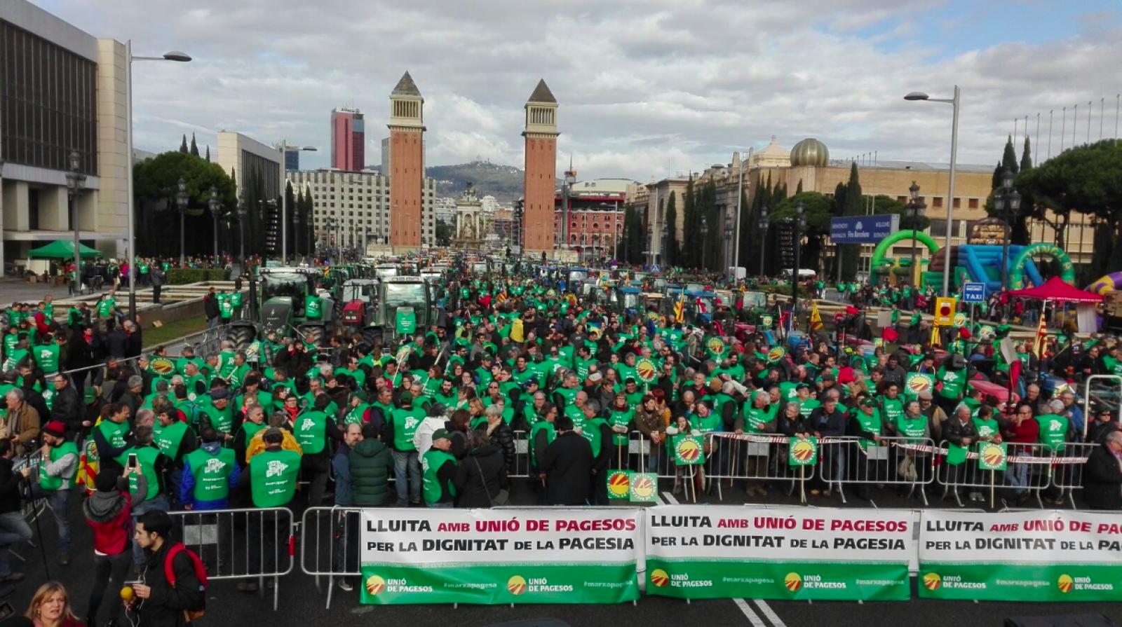 Avinguda Maria Cristina plena de la Marxa Pagesa