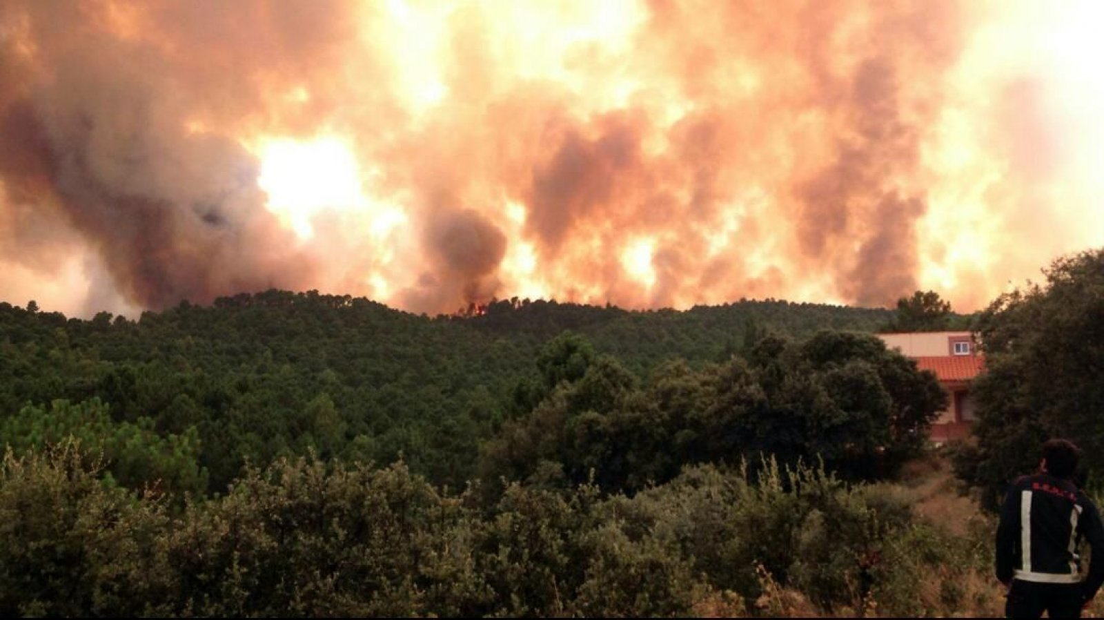 Una vista de l'incendi a Yeste