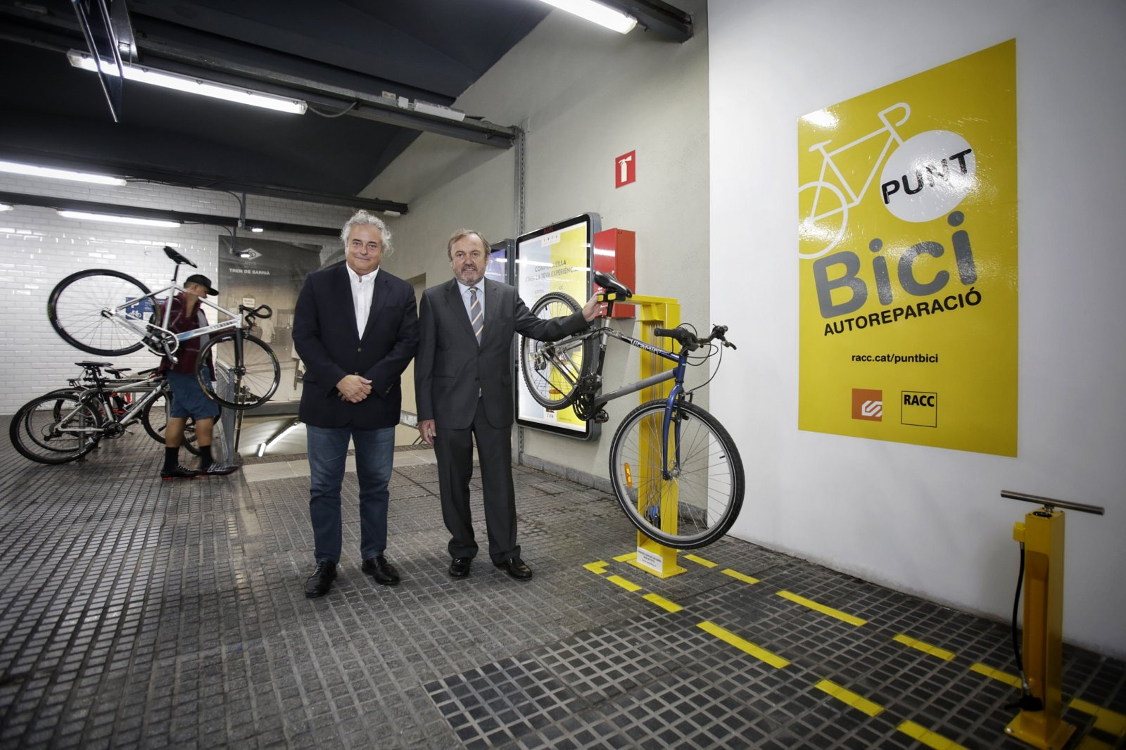 El punt de bici de l'estació de Plaça Catalunya de Ferrocarrisl de la Generalitat