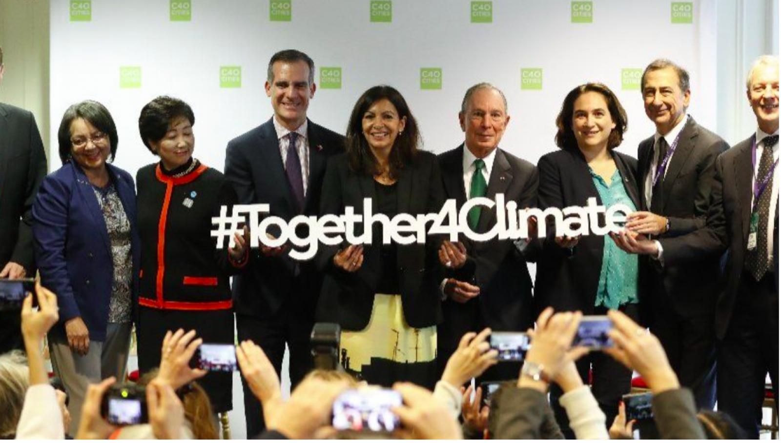 Foto de famílies d'alcaldesses i alcaldes a París per aconseguir ciutats més verdes