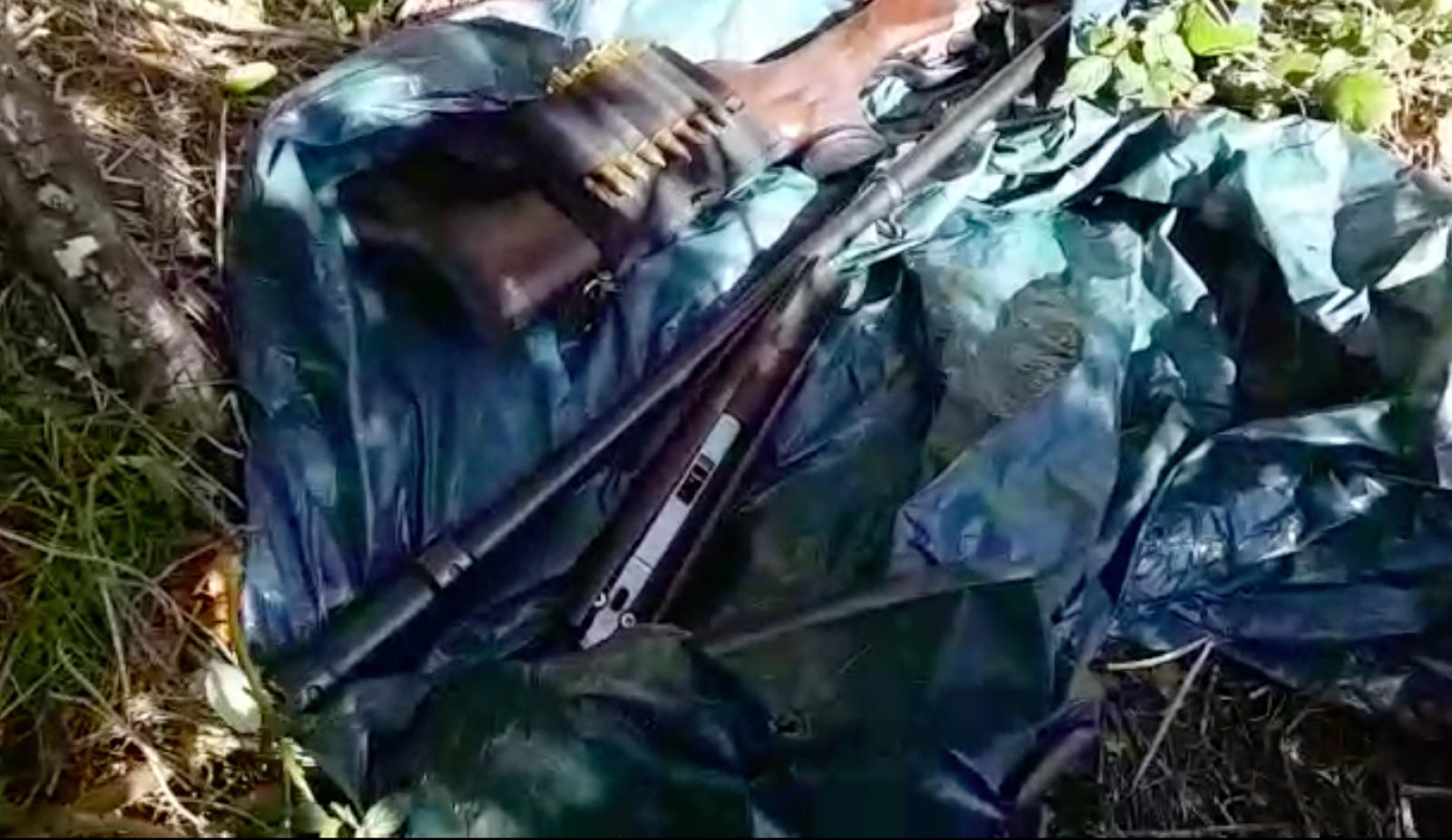 Arma amb silenciadors dels caçadors furtius del Pirineu català