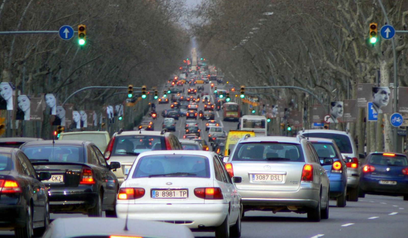 Circulació densa als carrers de Barcelona