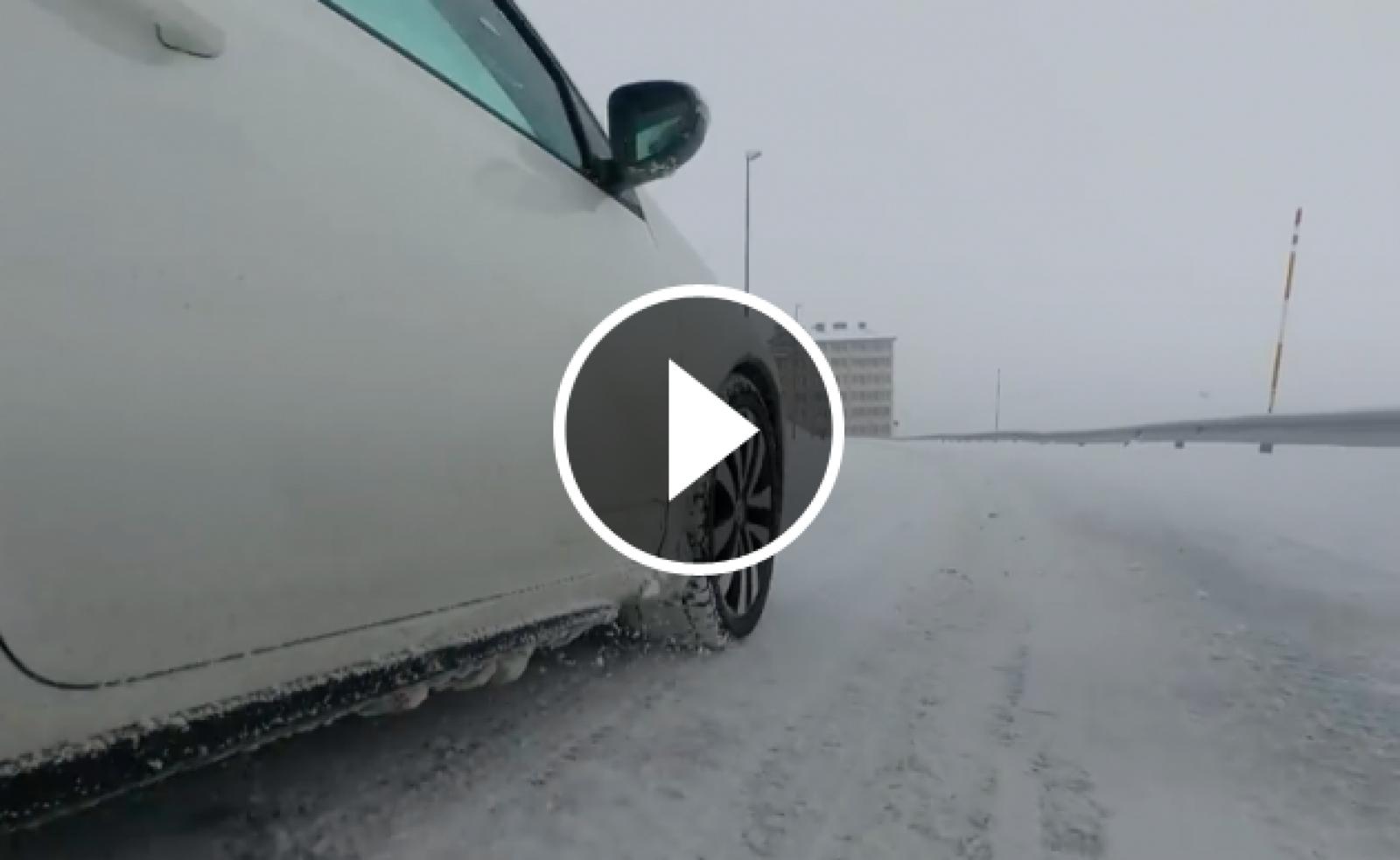 Conduir sobre neu