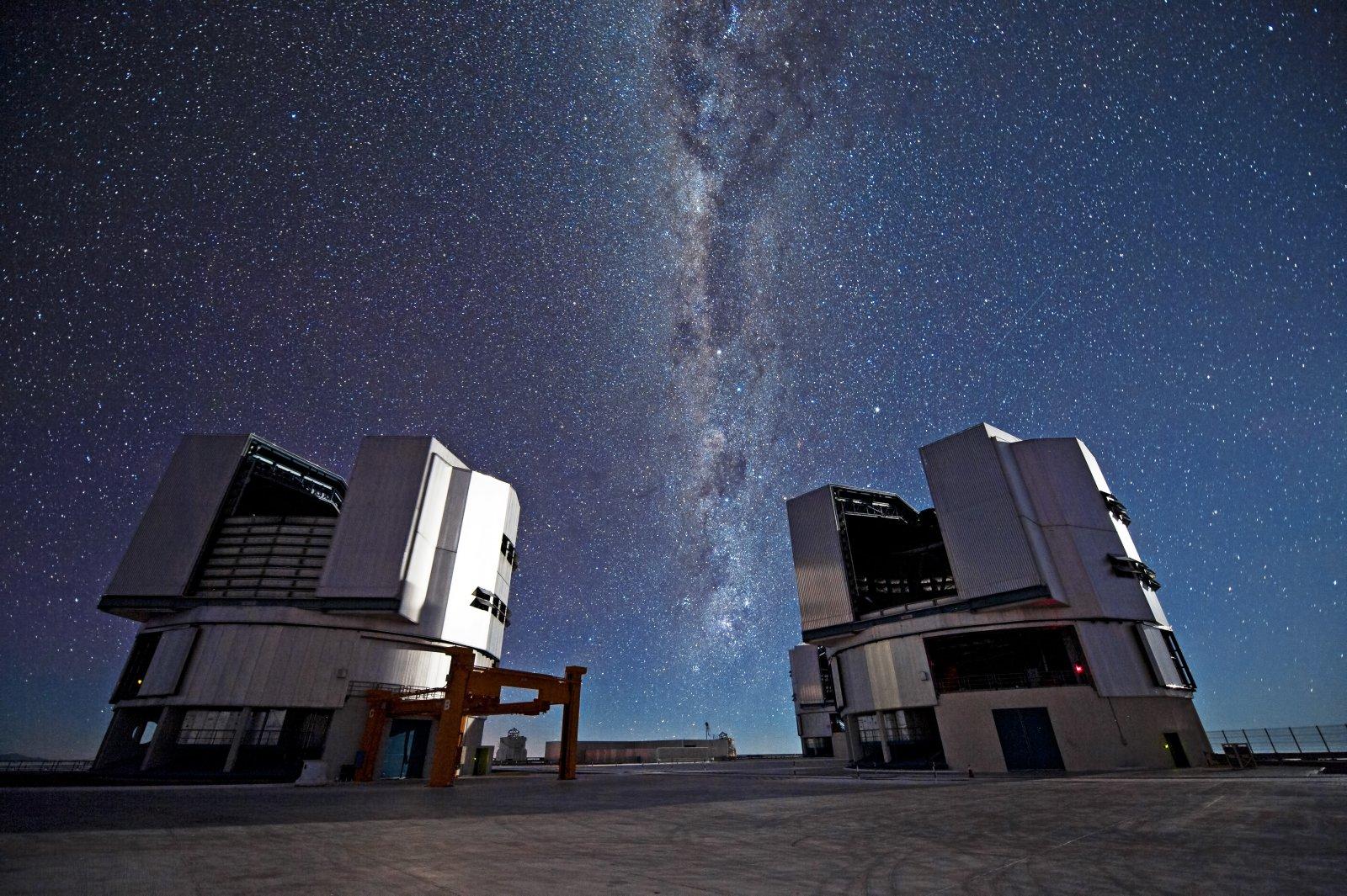El Telescopi Molt Gran (VLT) de l'Observatori Austral Europeu al desert d'Atacama, a Xile