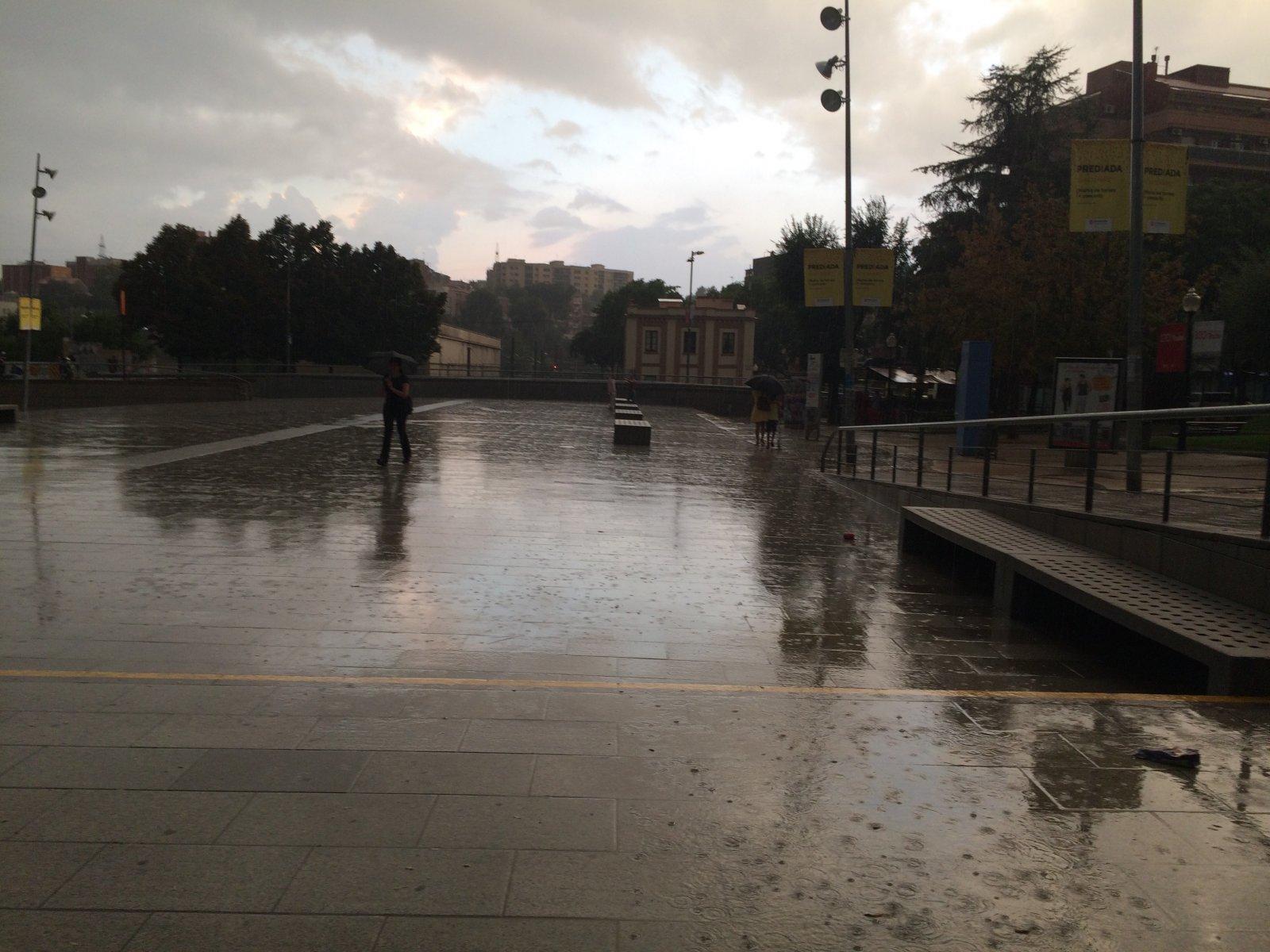 La pluja a Rubí des de l'estació