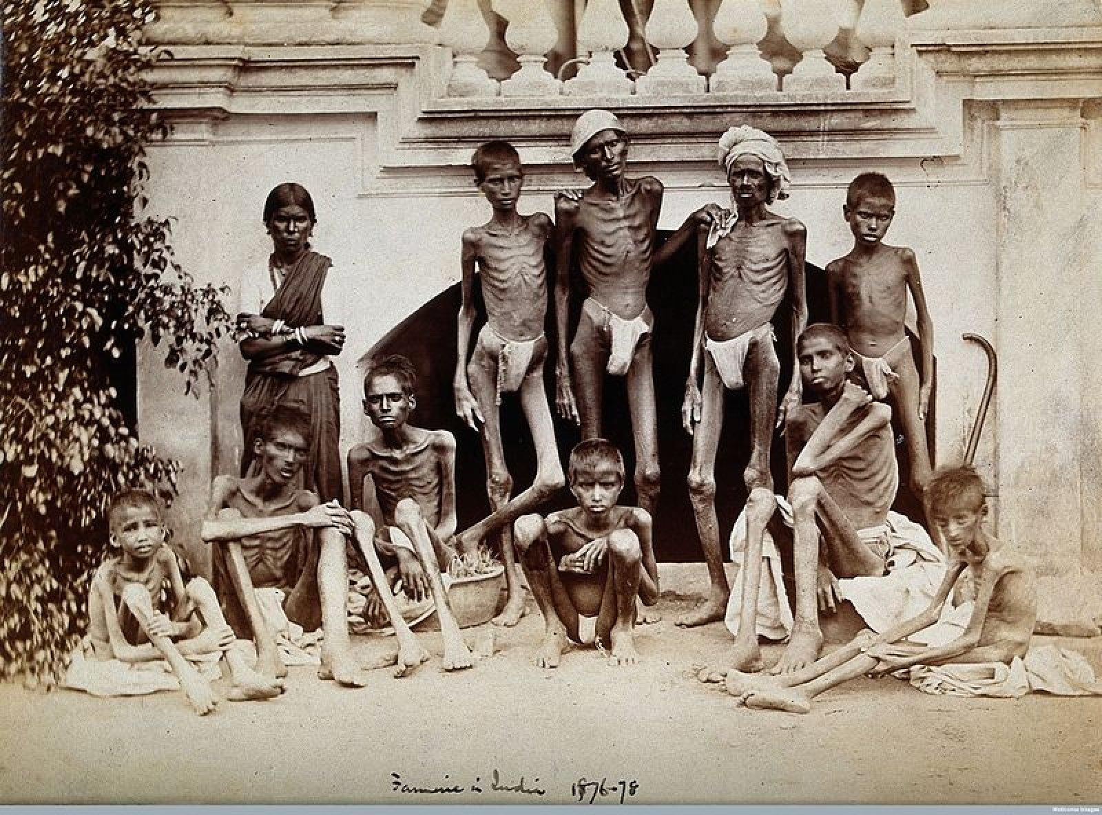Un grup de joves indis el 1877, durant la Gran Fam