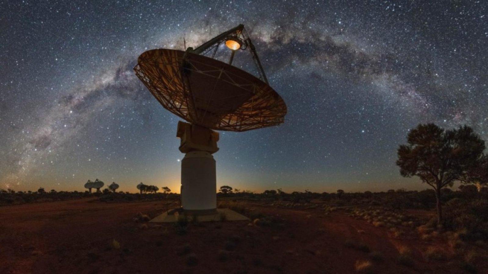 El radiotelescopi australià que ha aconseguit captar la lenta mort d'una galàxia