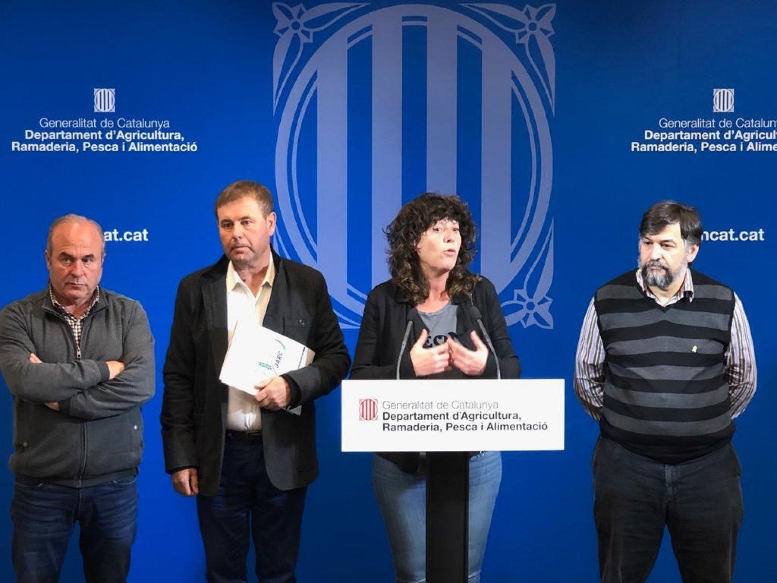 La consellera Jordà amb el coordinador d'UP, Joan Caball, el president de JARC, Francesc Xavier Vela, i el president de la FCAC, Ramon Sarroca