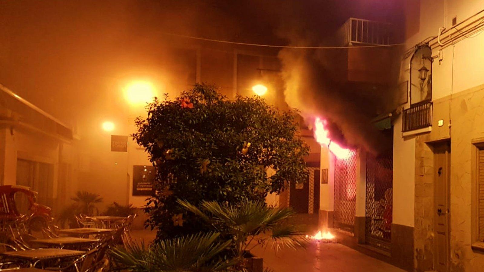 Incendi en una botiga d'animals a Blanes