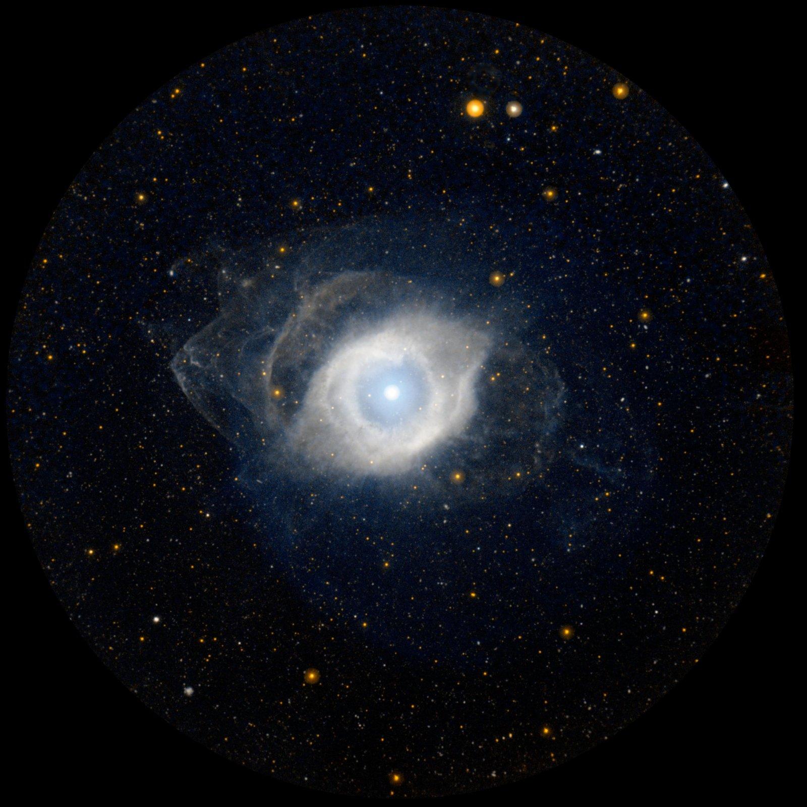 La nebulosa de l'Hèlix, formada quan la nana blanca al seu centre va alliberar les seves capes exteriors
