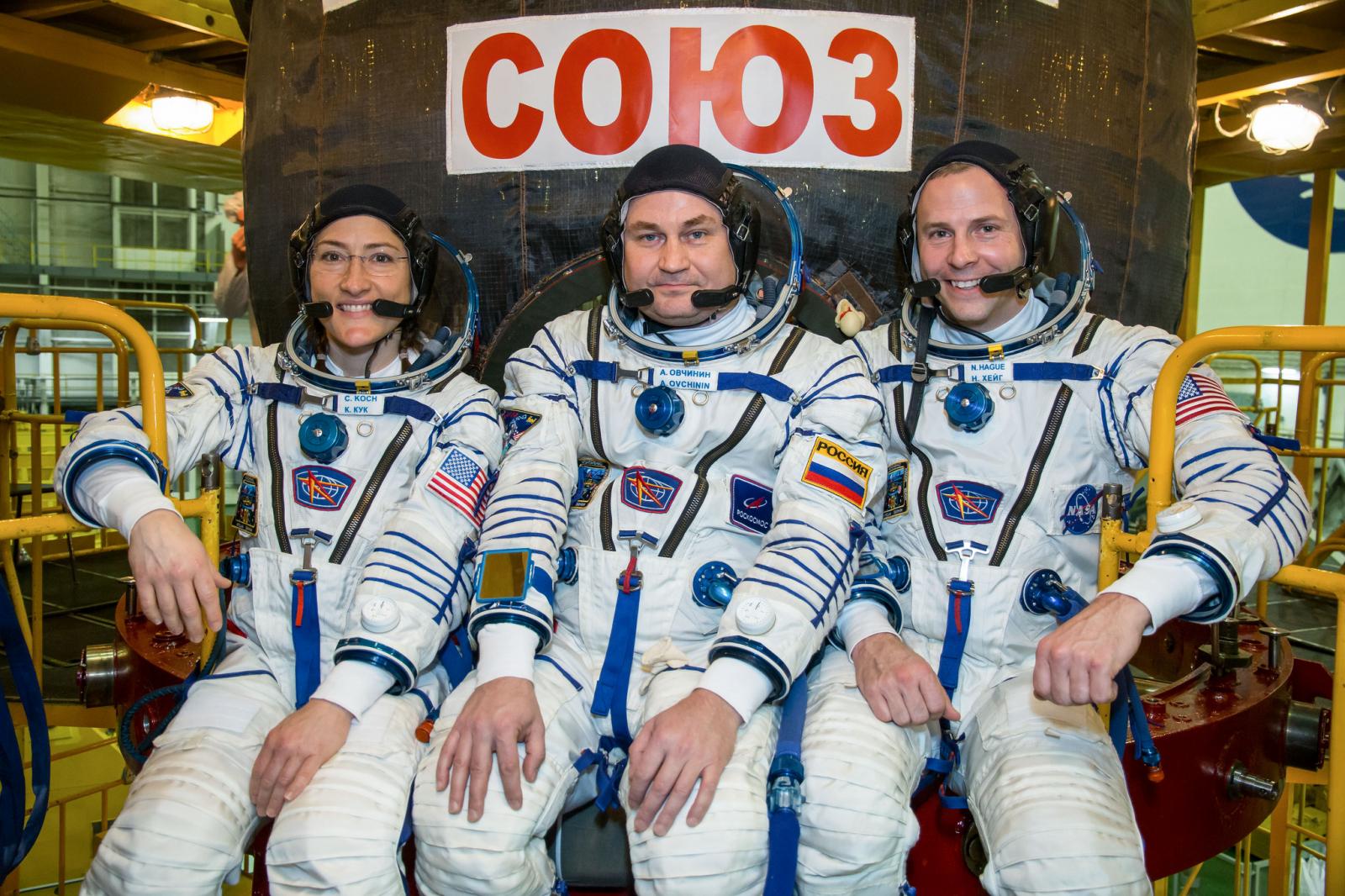 Christina Koch, Aleksei Ovchinin i Nick Hague durant el seu entrenament