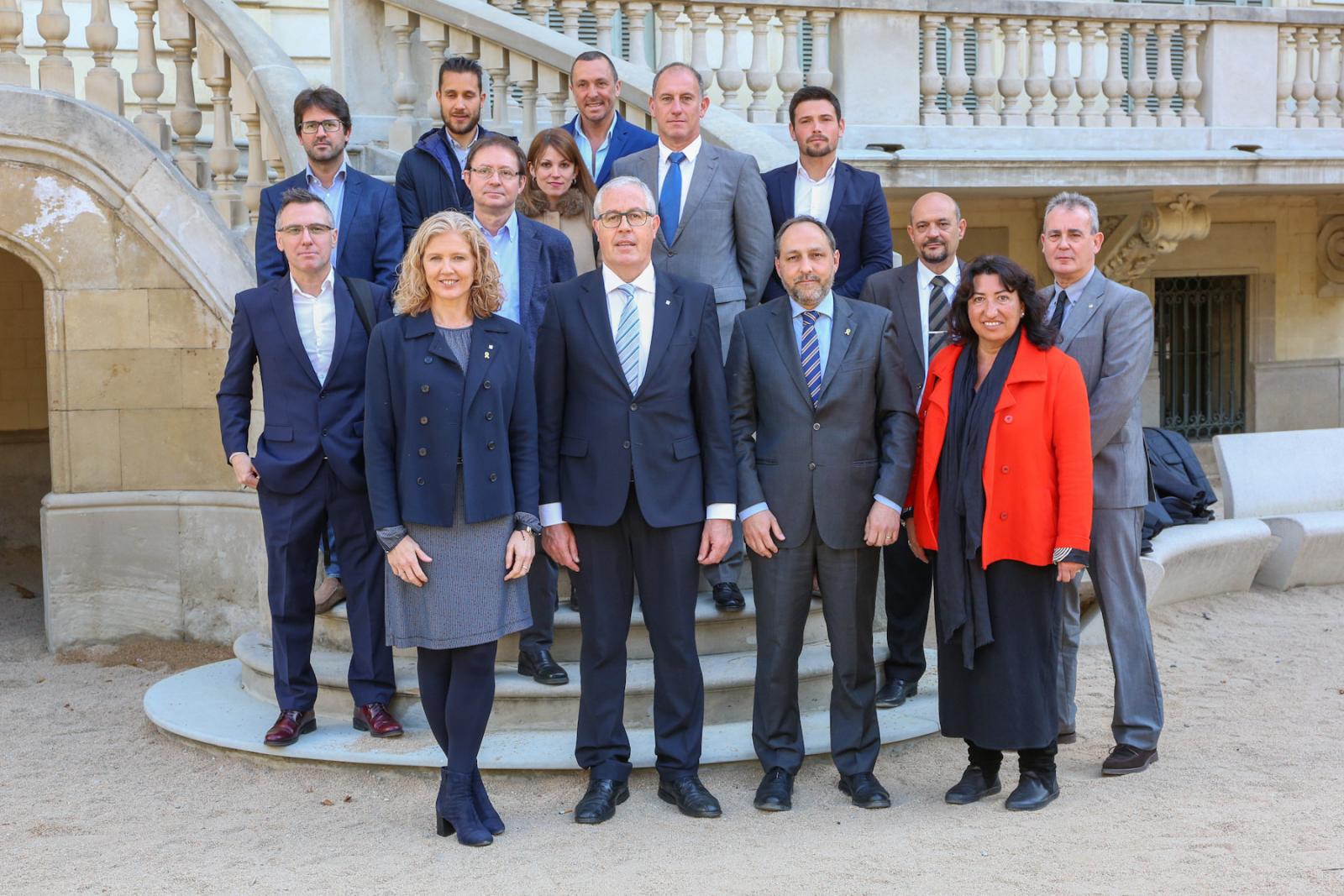 Els representants del departament d'Empresa i Coneixement, amb els fabricants adherits al Pla Renova't 2019