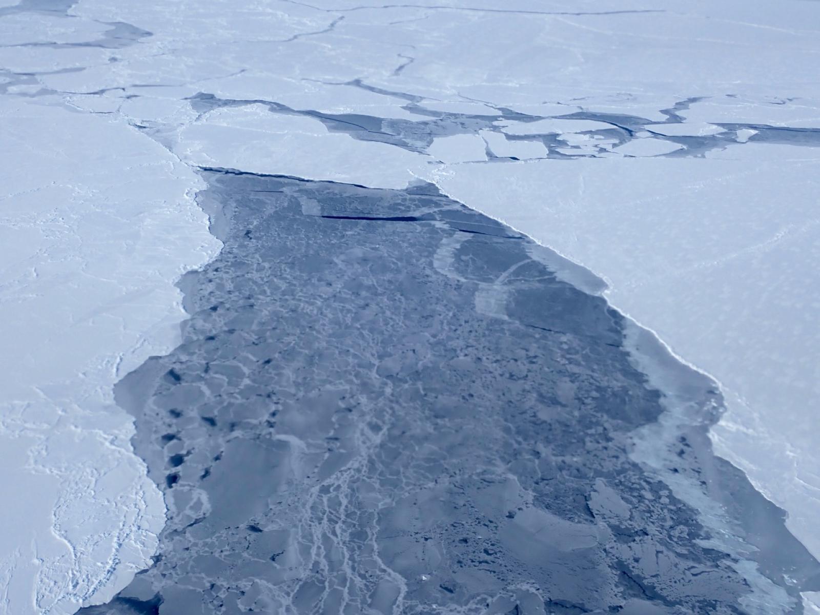 Obertura a la capa de gel fotografiada el 14 d'abril de 2018