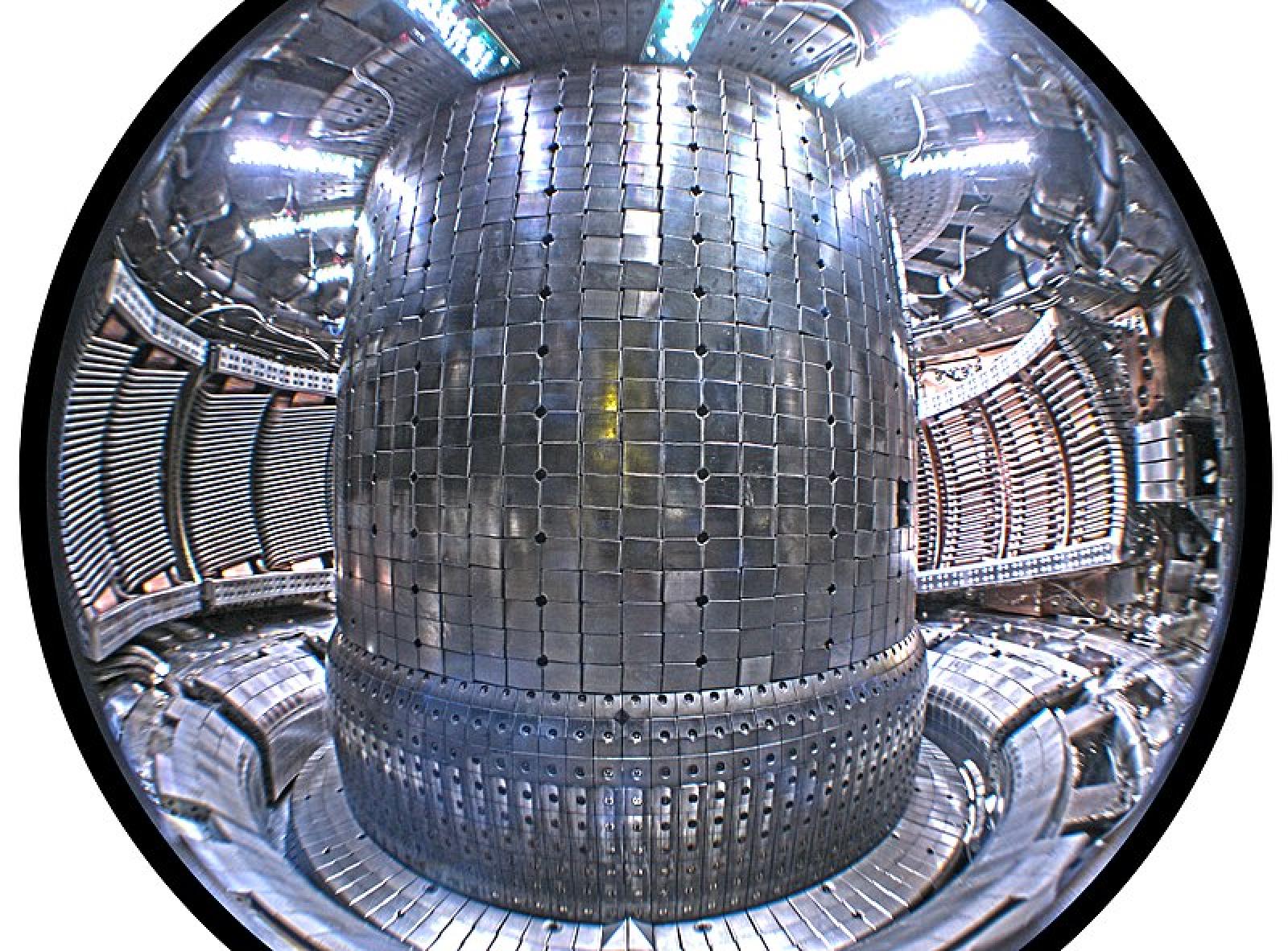 Interior del tokamak Alcator C-Mod de l'Institut Tecnològic de Massachusets (Estats Units)