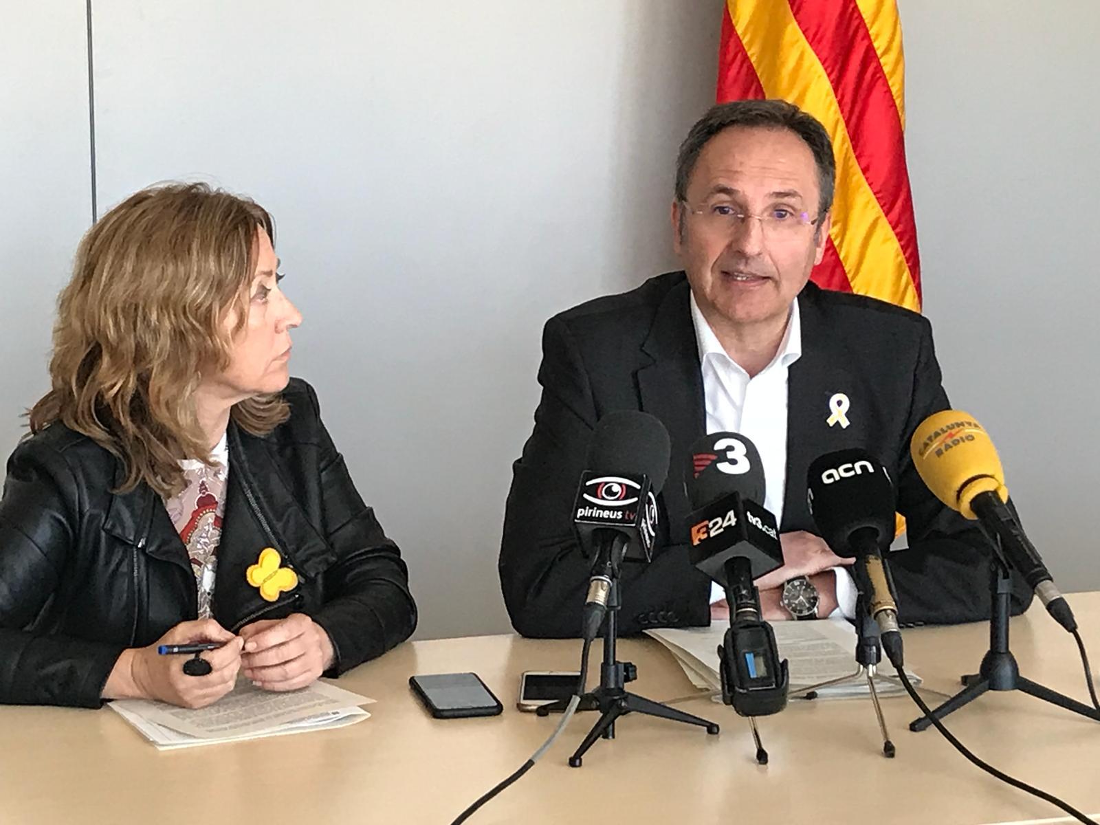 La directora dels serveis territorials de Territori i Sostenibilitat a Lleida, M. Dolors Tella, i el director general de Polítiques de Muntanya i del Litoral, Albert Alins
