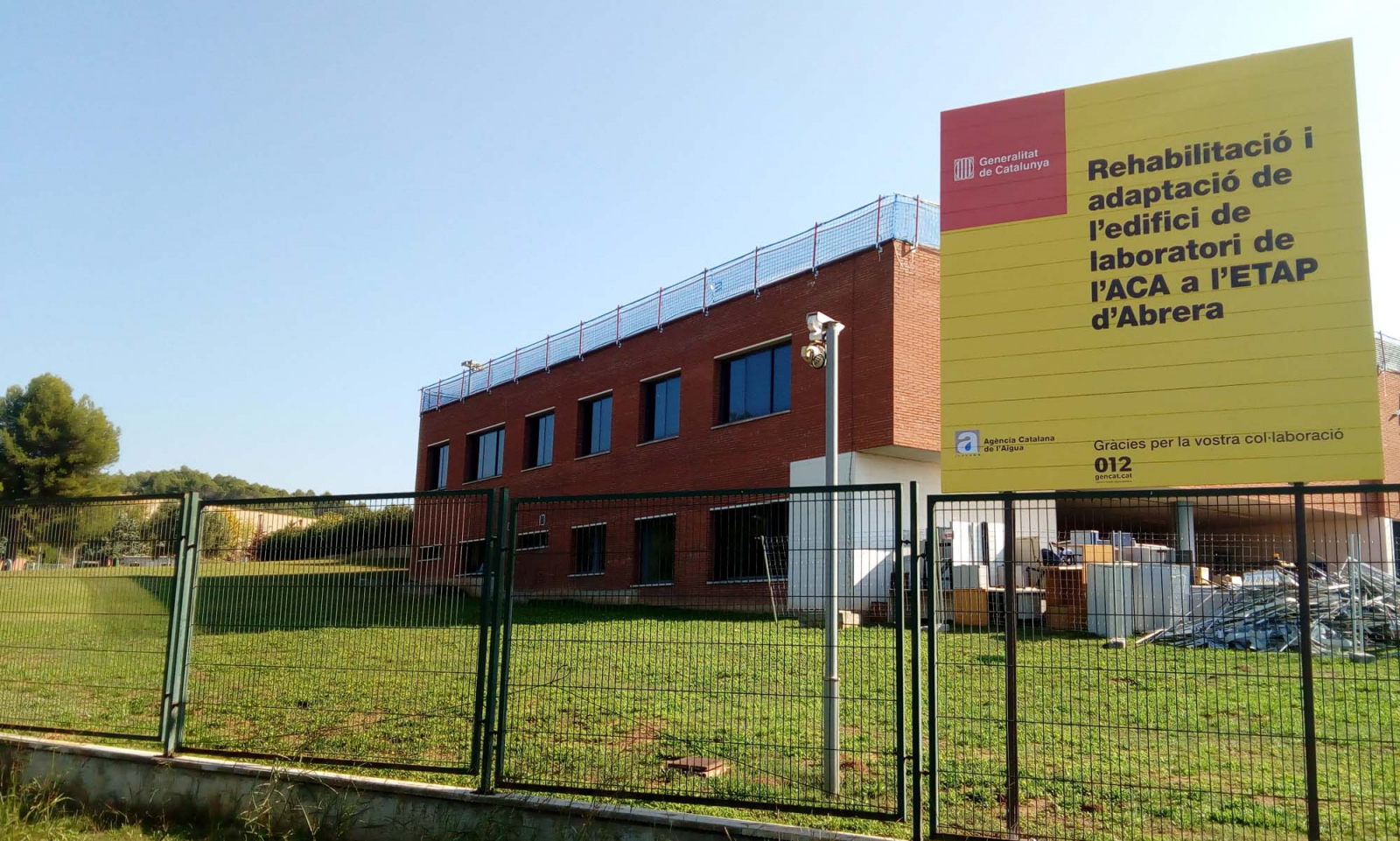 Vista de l'exterior del laboratori d'Abrera