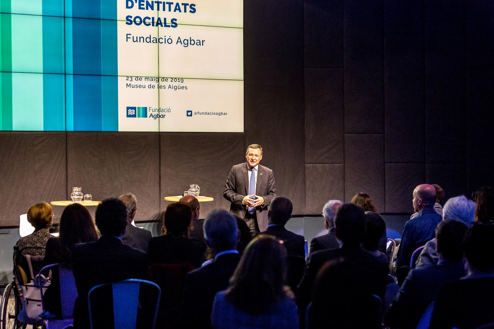 Ángel Simon durant la trobada amb entitats socials