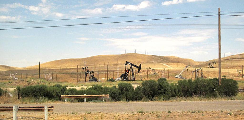 Pous de petroli a la vall de San Joaquín